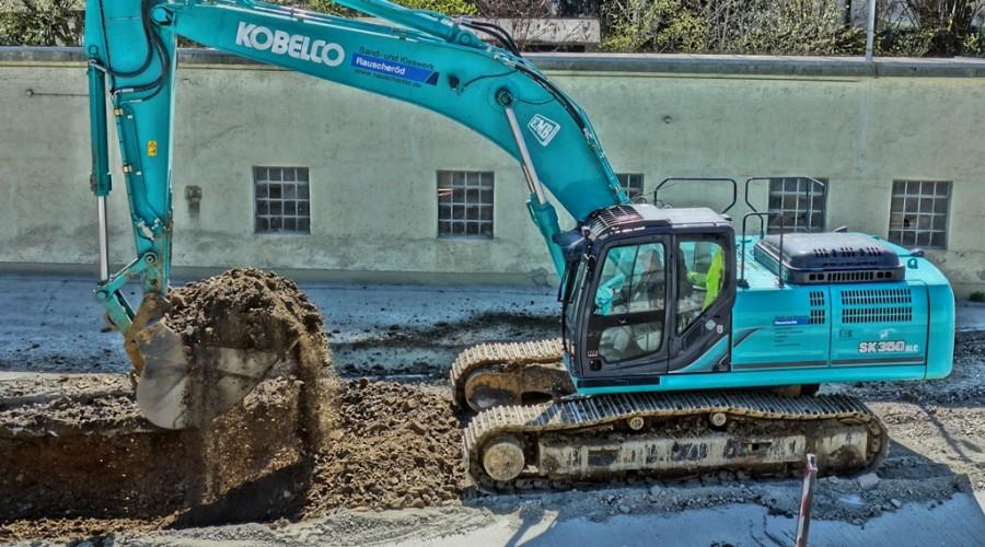 Kobelco SK350 at work